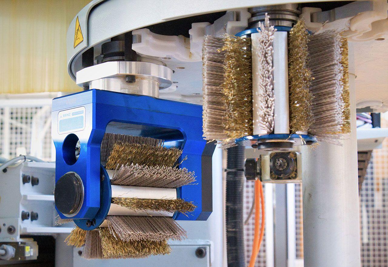 CNC Bürsten für Holz und Furnieroberflächen - CNC-Brushes for wood and veneers